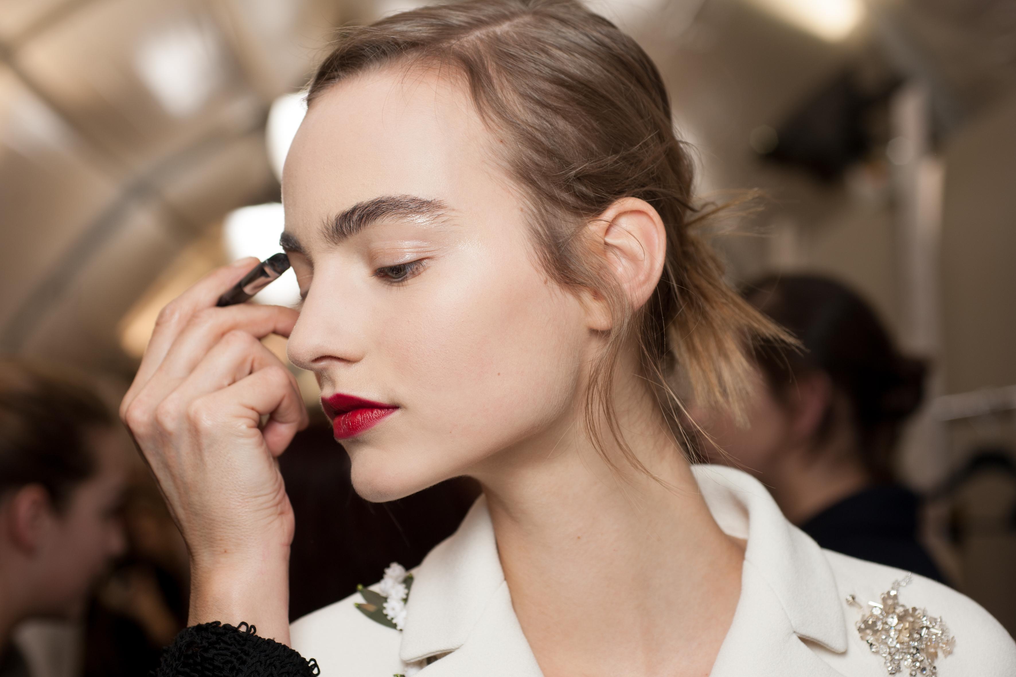 Le rouge parfait: close na beleza da couture da Dior, verão 2016
