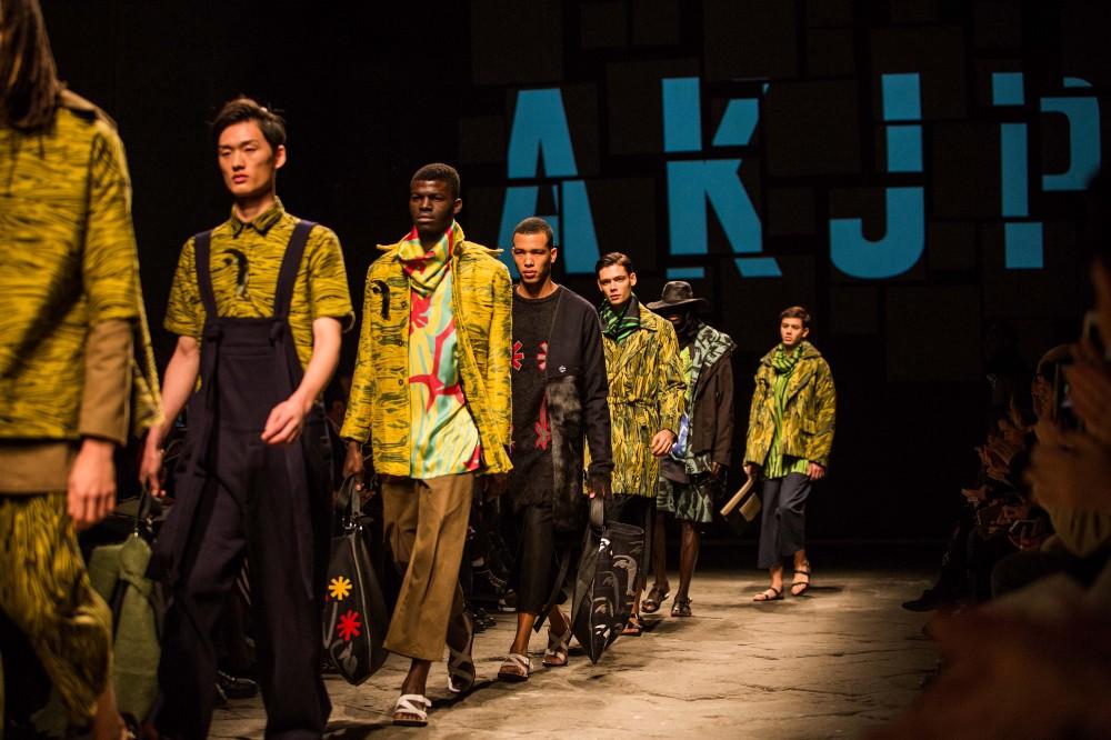 Refugiados ganham a passarela em desfile inclusivo de marcas africanas
