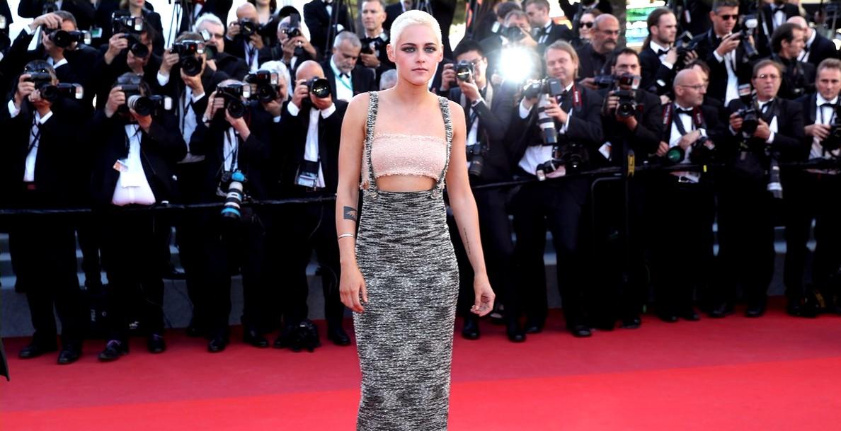 """Cannes 2017: Kristen Stewart mergulha de cabeça (raspada) com """"Come Swim"""""""