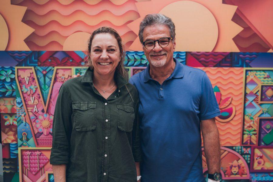 Carla Schmitzberger e Rui Porto, da Havaianas, na abertura do agito da marca no metrô de SP